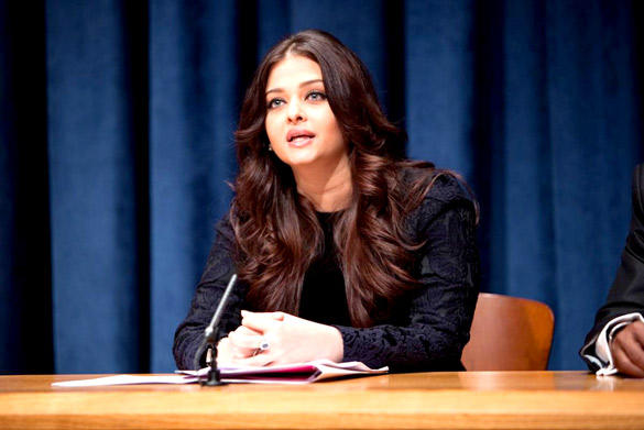 Gorgeous Aishwarya Rai Bachchan At UN Programme On AIDS and HIV