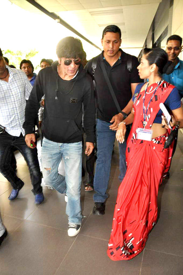 Picture of Shahrukh Returning From London at the Mumbai International Airport