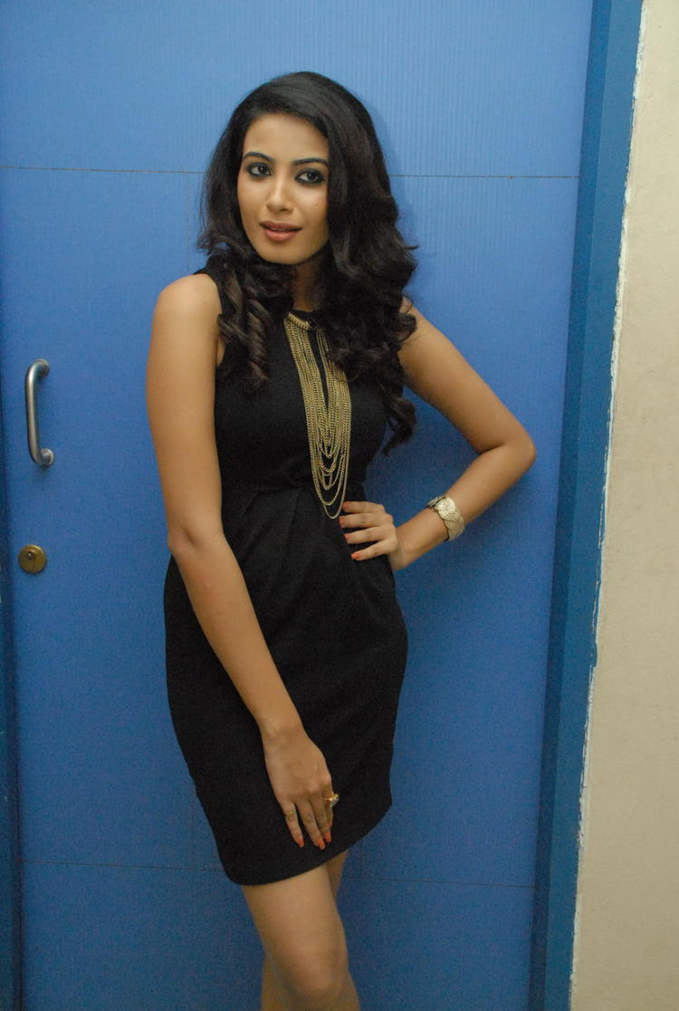 Kavya Shetty Spicy Pose Photo at Sivani Movie Logo Opening