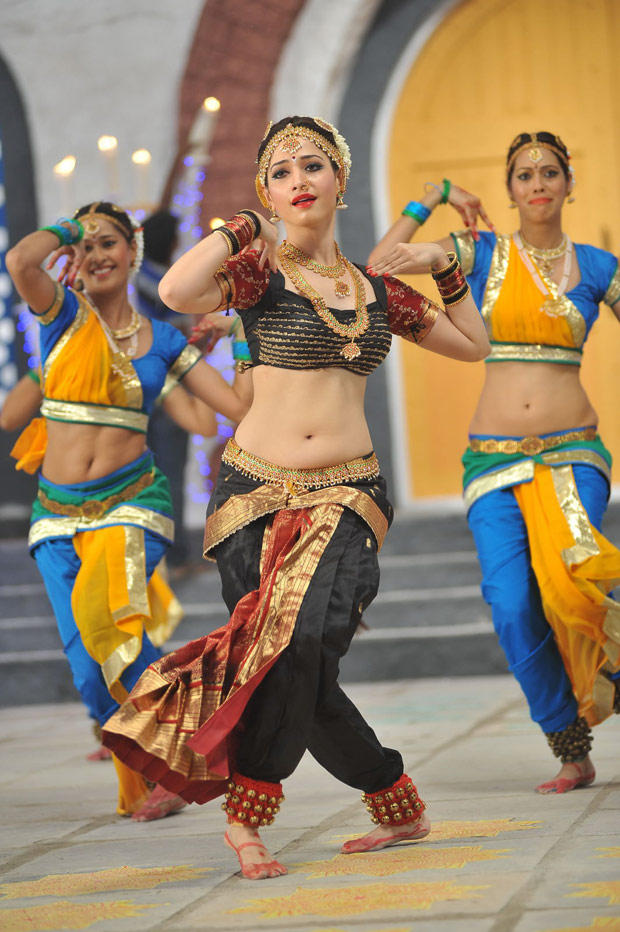 Tamanna Bhatia Dance Still In Cameraman Gangatho Rambabu Movie
