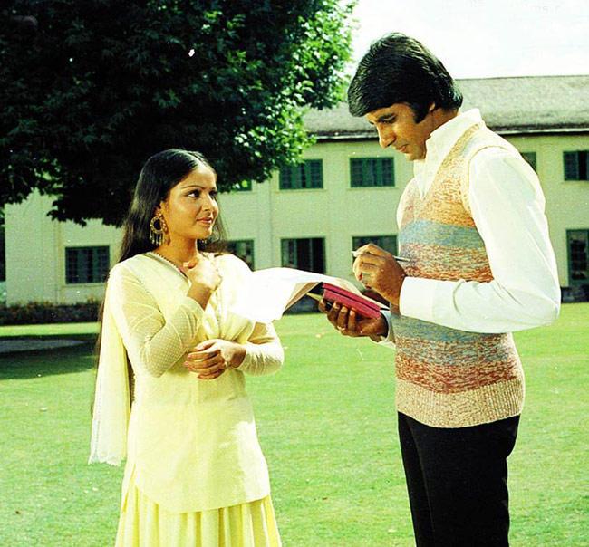 Amitabh and Rakhee Sweet Still From The Movie Kabhi Kabhie