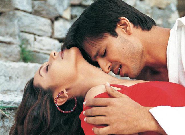 Vivek Oberoi and Rani Mukherjee Hot Scene In Saathiya