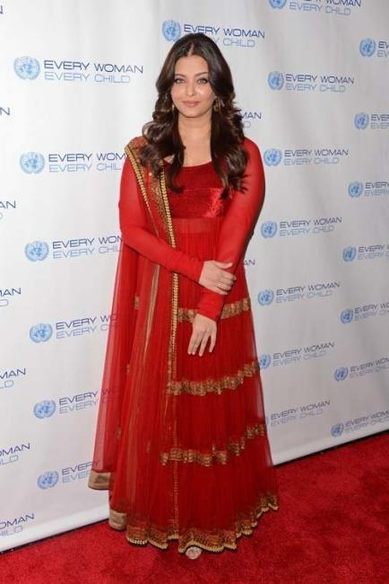 Aishwarya In Sabyasachi Dress at Every Woman Every Child Charity Dinner