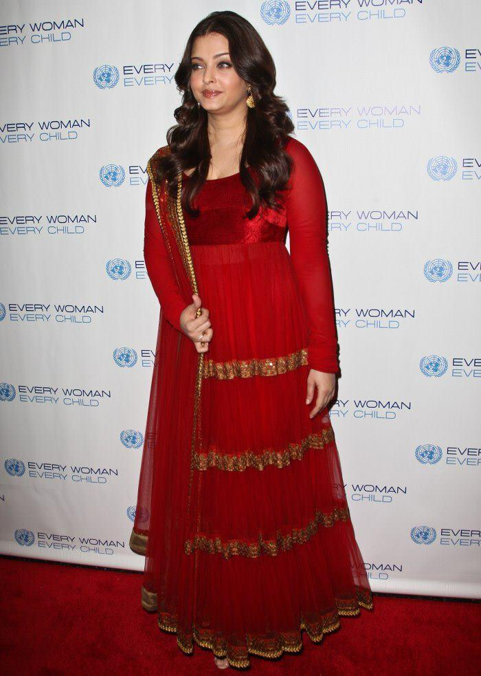Hot Actress Aishwarya at Every Woman Every Child Charity Dinner Event
