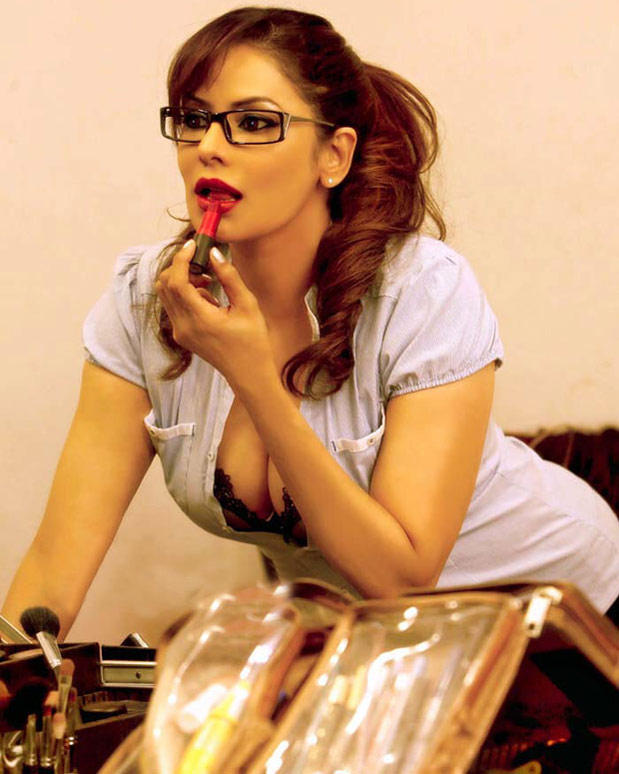 Poonam Jhawer Spict Pose Photo Shoot