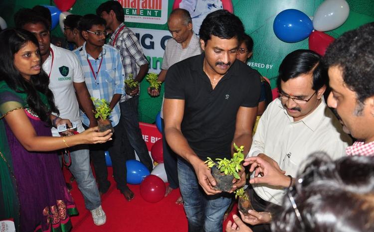 Sunil Visited The Ganesh Idol At Prasad IMAX