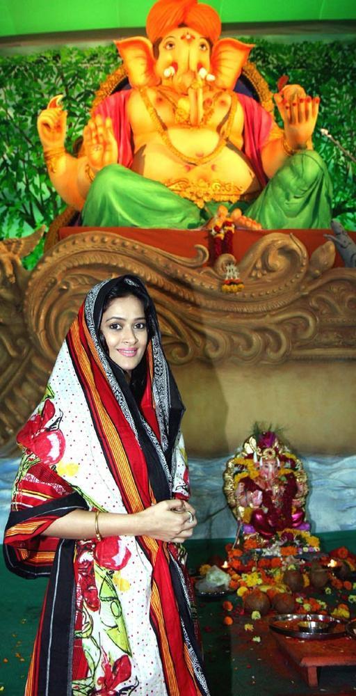 Jasveer Kaur at Ganpati Pandal
