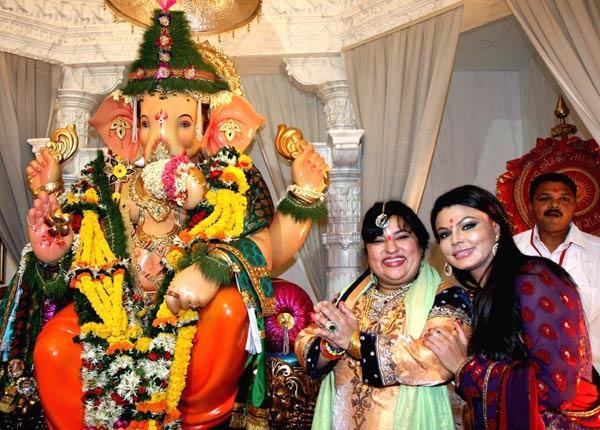 Rakhi and Dolly Visit Andheri Cha Raja Ganpati Pandal