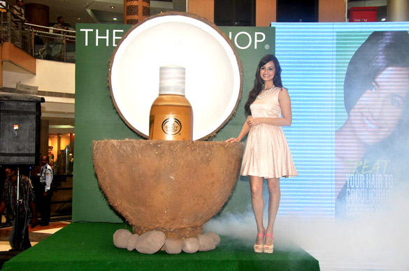 Dia Mirza Launches The Bodyshop Coconut Hair Oil