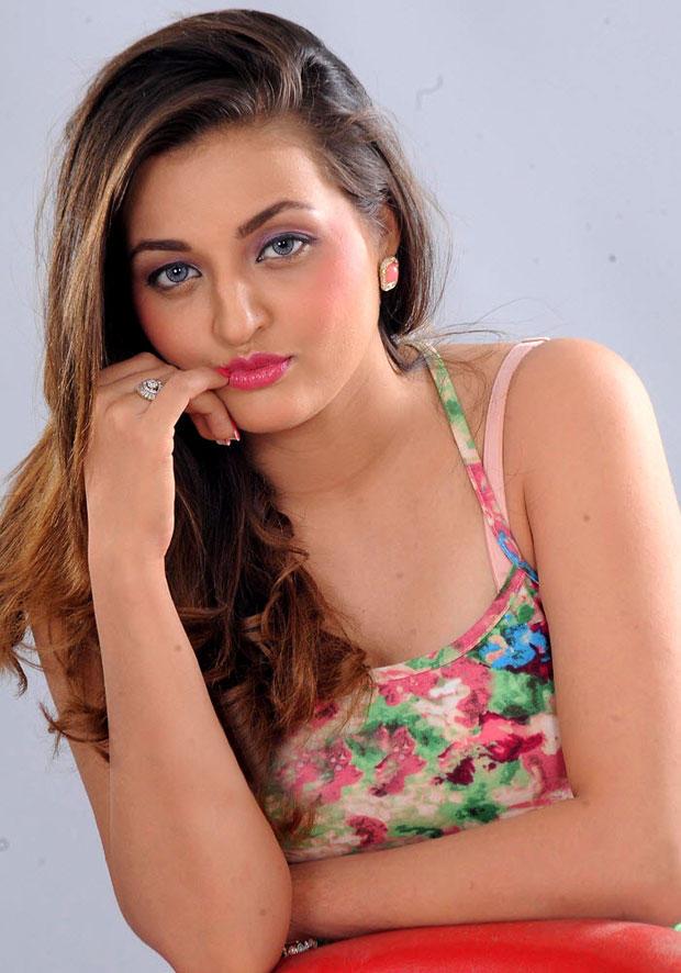 Sanaa Romantic Face Look Photo Shoot