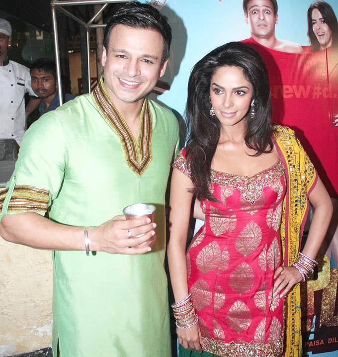 Vivek and Mallika Pose at A Dhaba To Promote KLPD