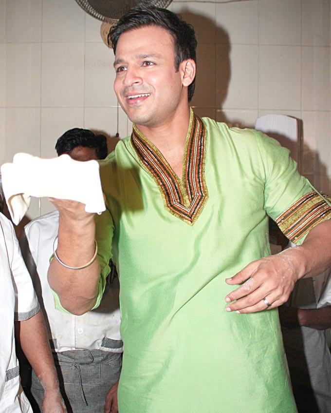 Vivek Oberoi At A Popular Dhaba To Promote His Upcoming Film KLPD