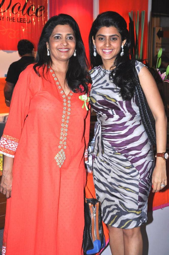 Gauri With Daughter Aashika Attend Sahachari Foundation Annual Shopping Festival