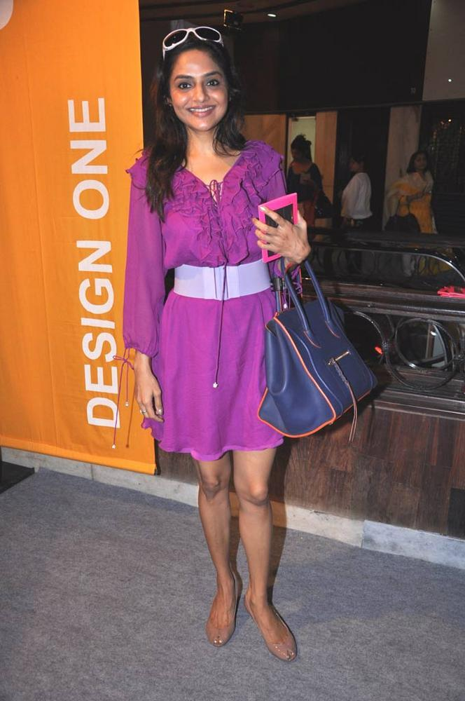 Madhoo In A Purple Dress Spotted At Design One Shopping Festival In Mumbai