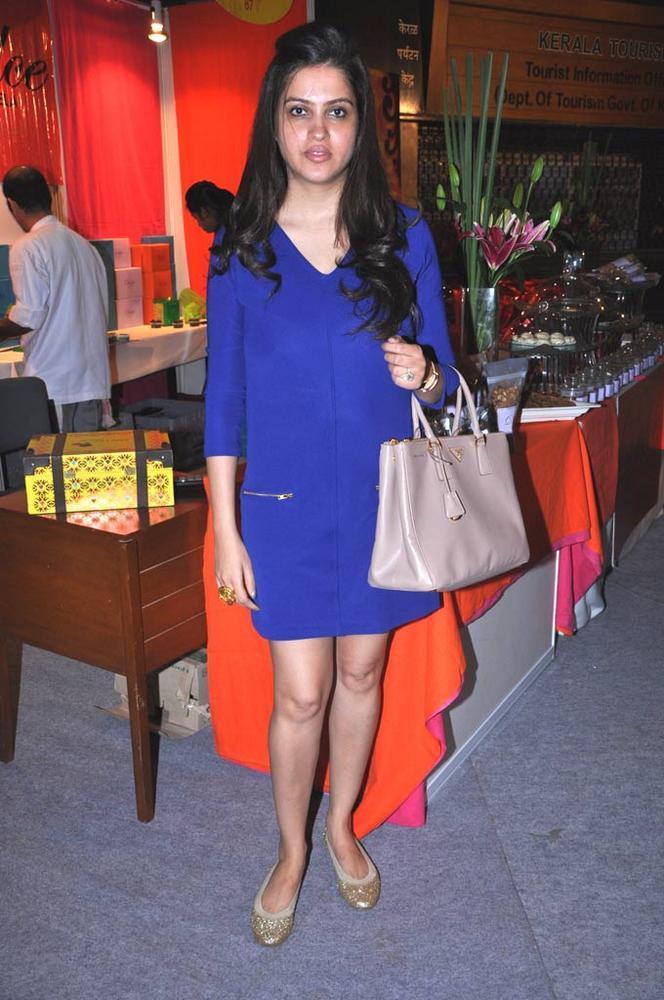 Pooja Advani Wear Blue Dress At Sahachari Foundation Annual Shopping Festival