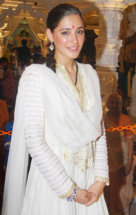 Nargis Fakhri Simple Look In White And Gold Anarkali at Andheri Ka Raja Ganpati