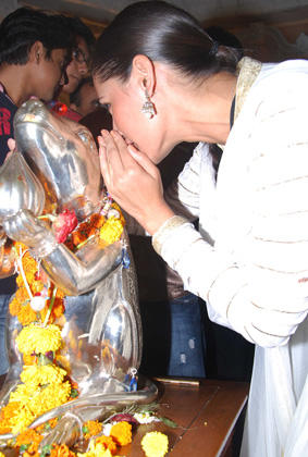 Rockstar Actress Nargis Fakhri At The Andheri Ka Raja Ganpati