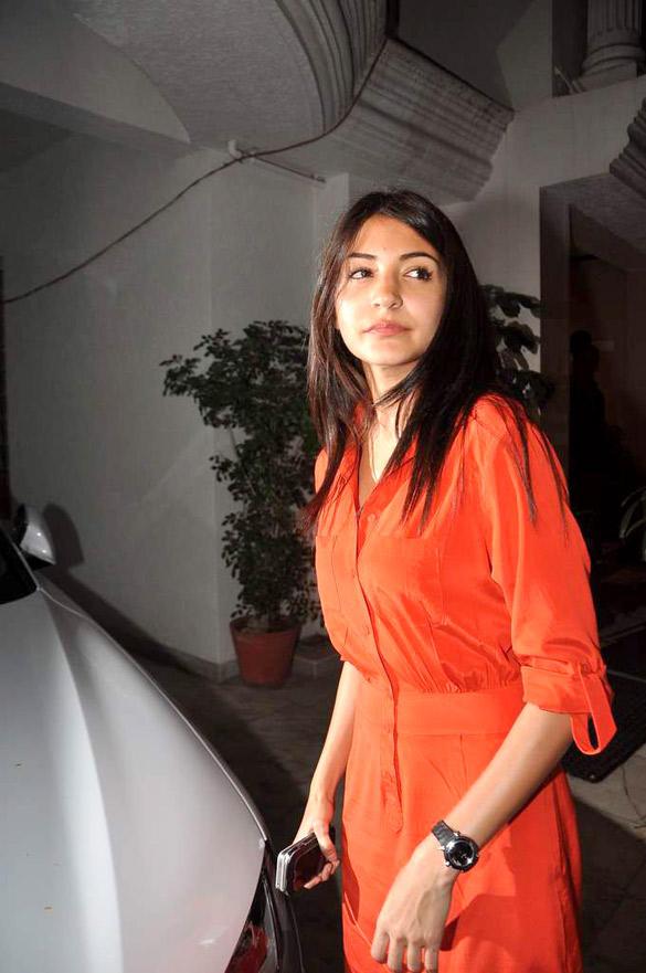 Anushka At Kapoor's Residence To Celebrate Ranbirs 30th Birthday Bash