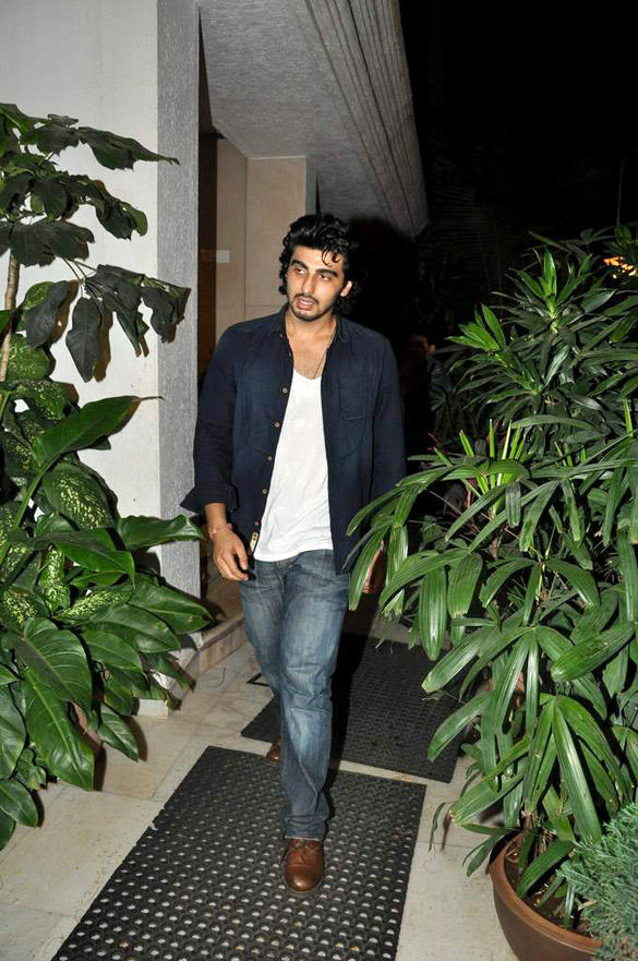 Arjun Kapoor Snapped at Kapoor's House To Celebrate Ranbirs 30th Birthday Bash