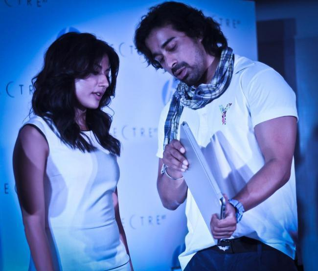 Chitrangada And Rannvijay At Lauch Of HPs New Range Of Envy Laptops