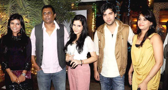 Mitali,Raakesh,Shivshakti,Kinshuk With Wife Divya At Afsar Bitiya Success Bash