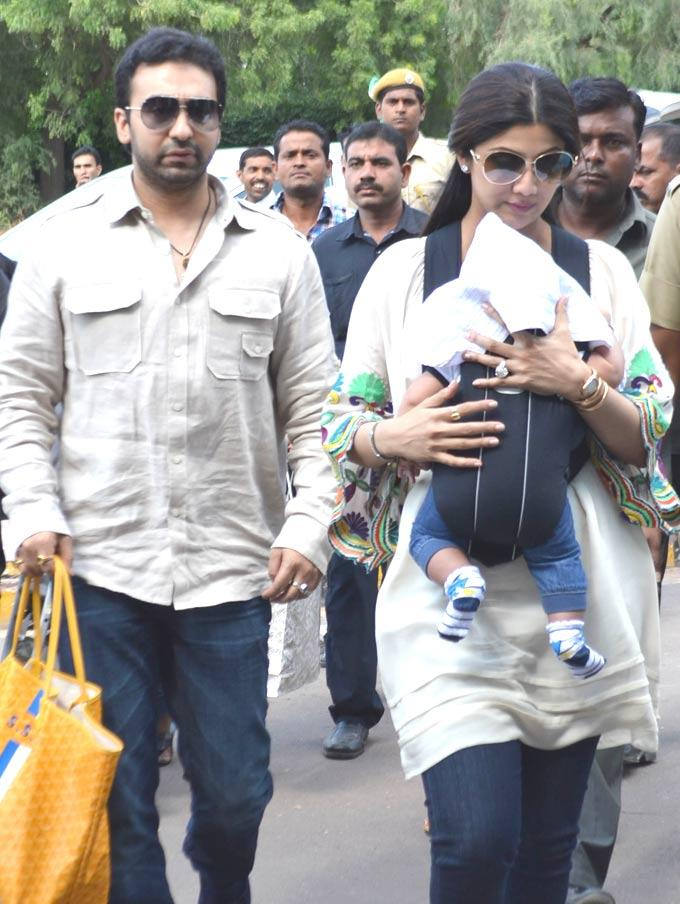 Shilpa,Raj And Their Son Viaan Spotted At Jodhpur Airport