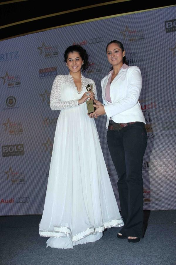 Taapsee Pannu Receives Award at Audi Ritz Icon Awards 2012