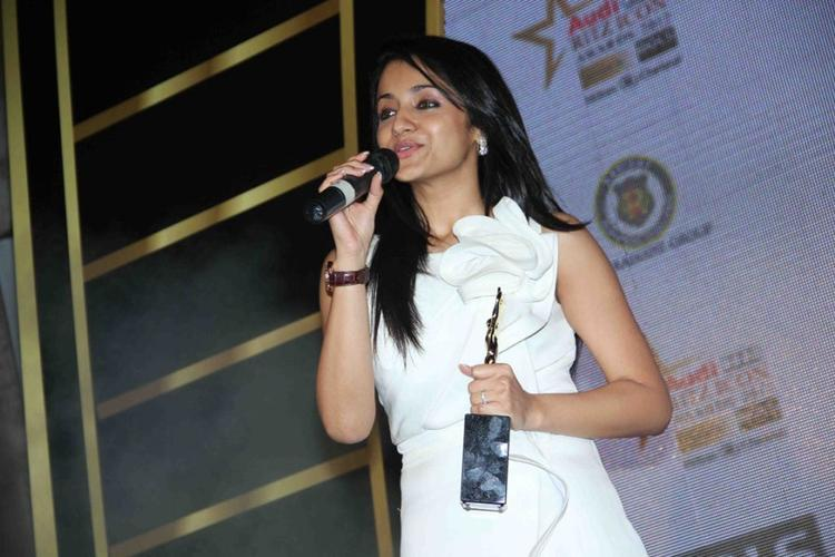 Trisha Krishnan With Award at Audi Ritz Icon Awards 2012 Event