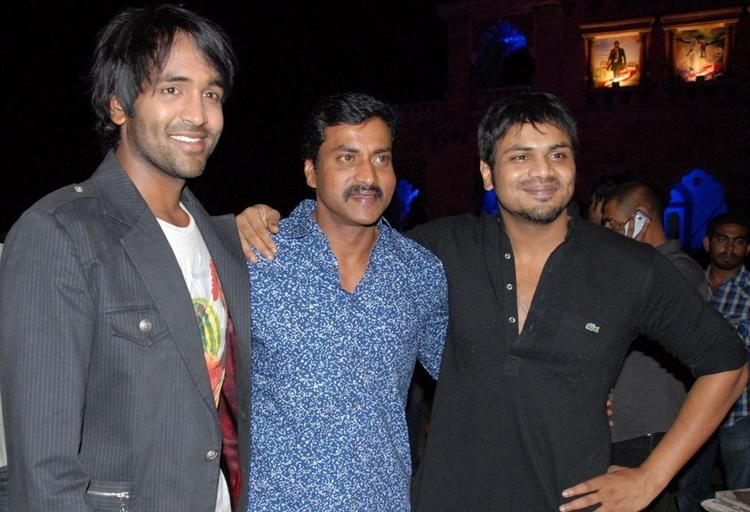 Vishnu and Manchu Manoj Pose During Denikaina Ready Audio Launch