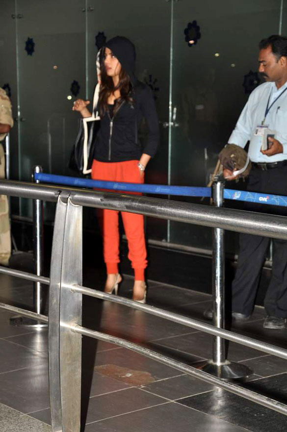 Priyanka Chopra Snapped At The International Airport in Different Look