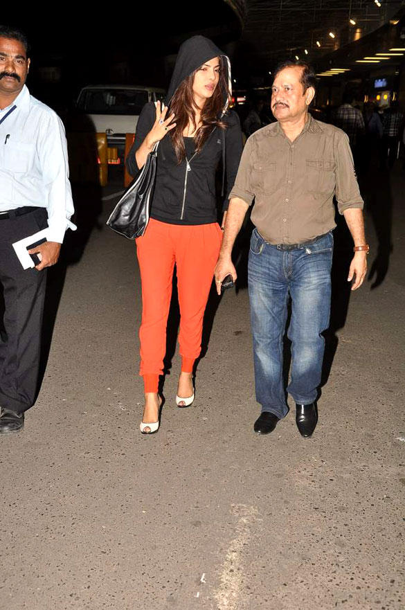Priyanka Chopra Was Snapped At The International Airport in Mumbai