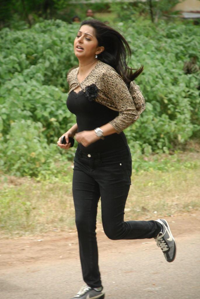 Bhumika Chawla Running Still In April Fool Movie