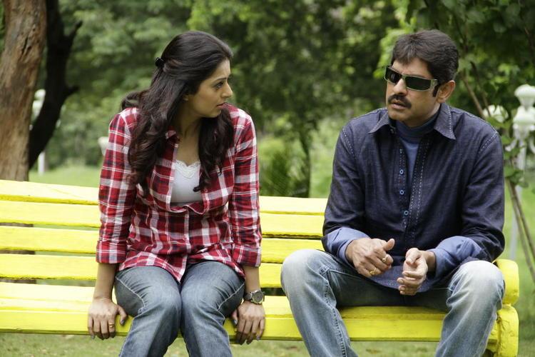 Jagapathi and Bhumika In New Telugu Upcoming Movie April Fool