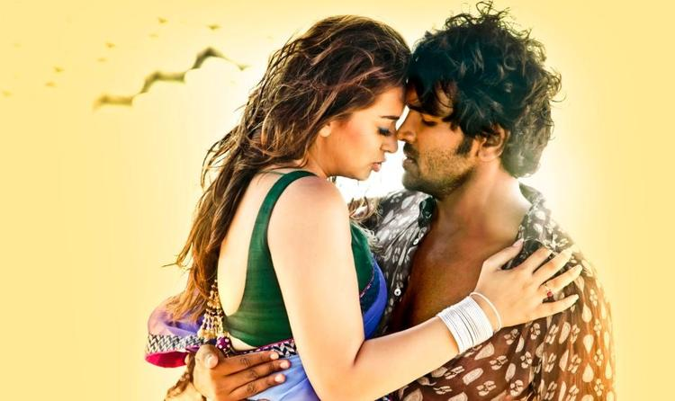 Vishnu And Hansika Hot Romantic Pic In Denikaina Ready Movie