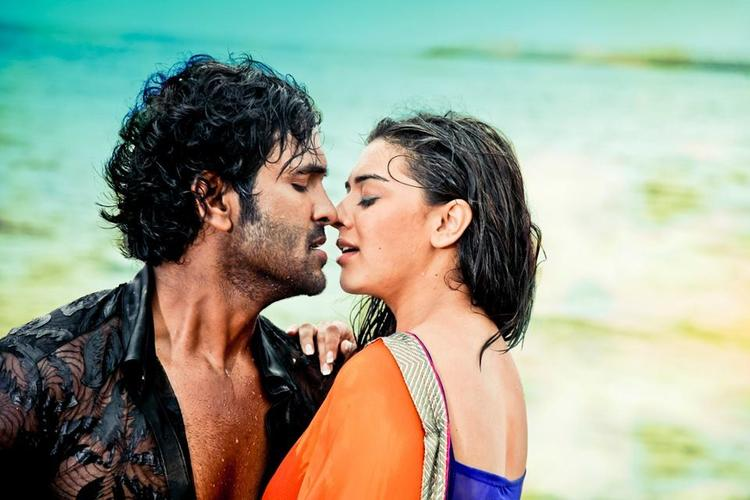 Vishnu And Hansika Hot Scene From Denikaina Ready Movie