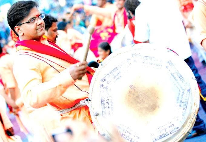 Salil Kulkarni Plays With Dhol