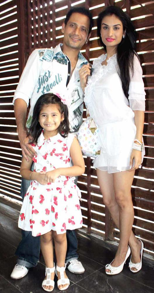 Karishma Modi and Manmeet and Daughter Pose At Shatranj Napoli and Polpo Cafe and Bar Launch