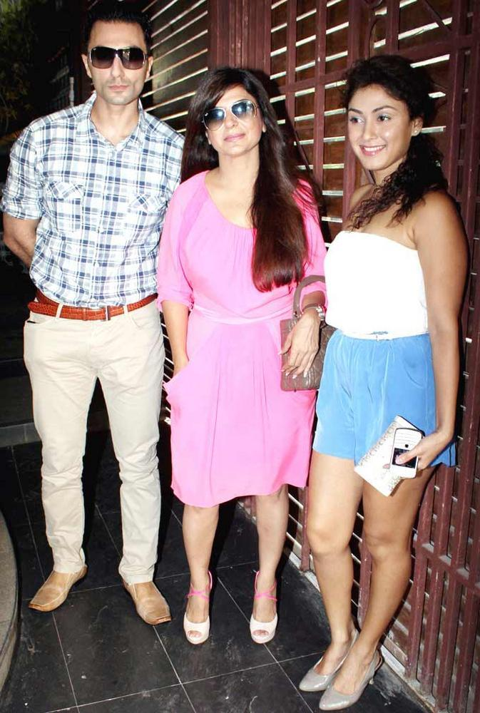 Manjari Phadnis With Other Celeb Guests at Shatranj Napoli and Polpo Cafe and Bar Launch