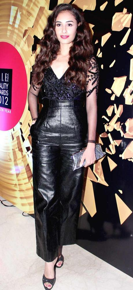 Hasleen Kaur At Elle Beauty Awards 2012