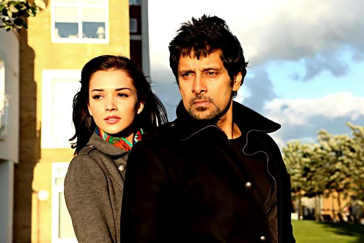 Vikram and Amy Jackson Hot Stunning Pic From The Movie Thandavam