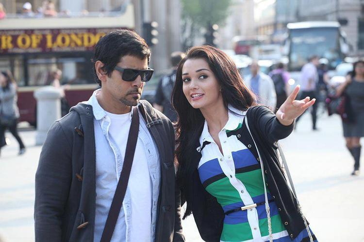 Vikram and Amy Jackson Thandavam Movie Still