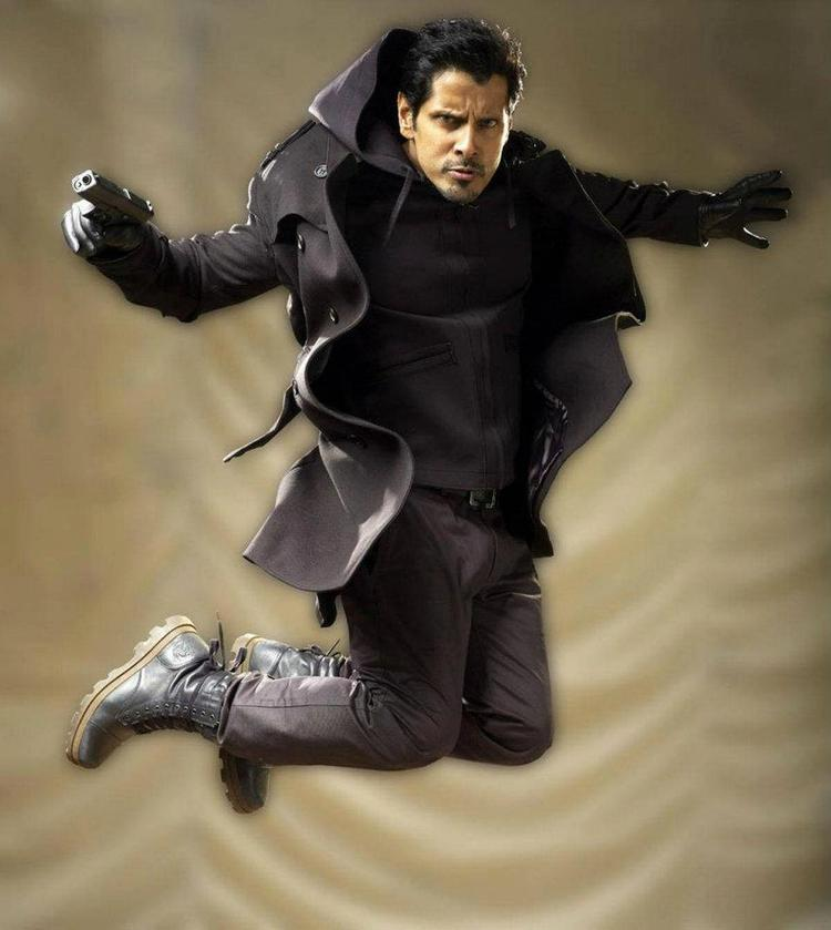 Vikram Plays A Police Officer Role In Thandavam Movie