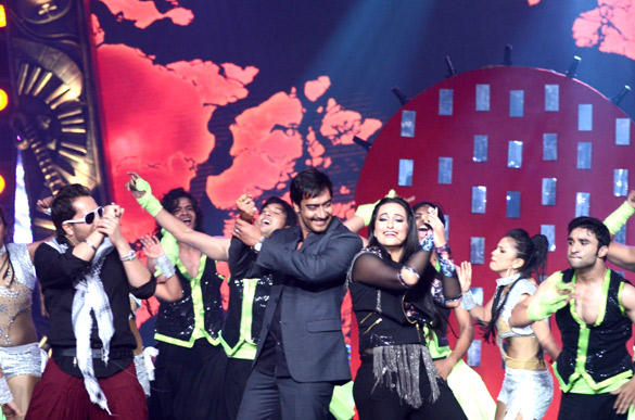 Ajay and Sonakshi Performs at 3rd Chevrolet Star GIMA 2012
