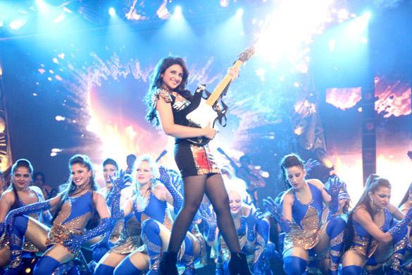Parineeti Chopra Rock On Stage at GIMA 2012