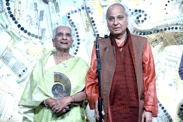 Shrimati and Pandit Jasraj With Award At 3rd Chevrolet Star GIMA 2012