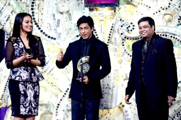 Srk and Sonakshi At 3rd Chevrolet Star Global Indian Music Awards 2012