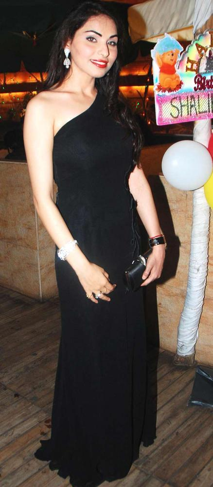 Glamour Shalika Sharma In Black Gown at Her Birthday Bash