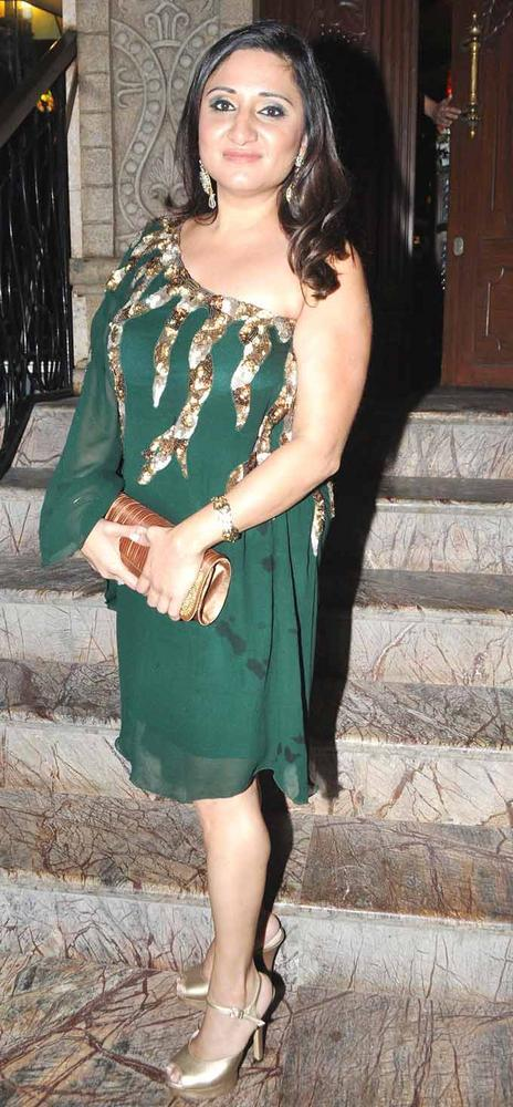 Biba Glamour Looks In Green Dress At Launches Her New Album