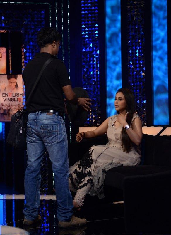Rani Mukherjee On The Sets Of  Front Row For Movie Aiyyaa