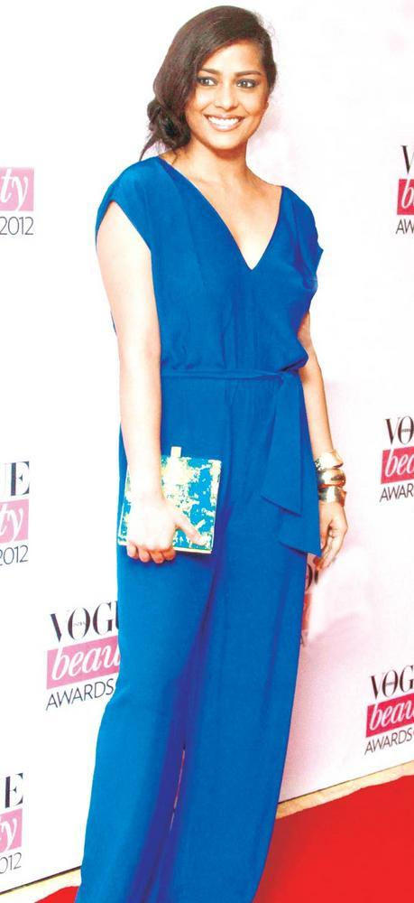 Shahana Goswami Teamed Of Her Dress And Clutch As Same Color